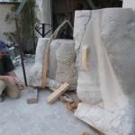 Teile des Denkmals beim Restaurator [Quelle: Verein der Freunde und Förderer Barbara-Denkmal e.V. Koblenz]