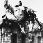 Reiterstandbild des Kaiser-Wilhelm-Denkmal April 1945 [Quelle: Landeshauptarchiv Koblenz]